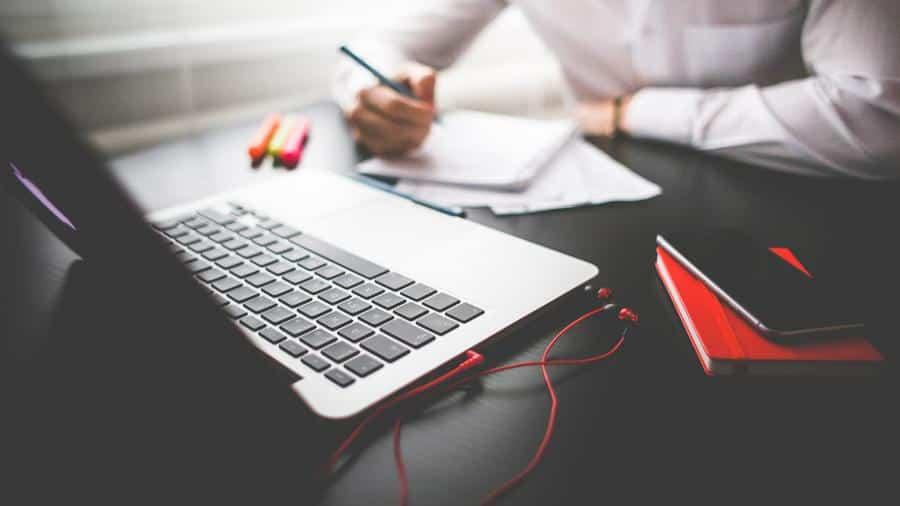 Englische Abschlussarbeit? Dann gehe diese Checkliste durch, um die gängigsten Fehler aus deiner Abschlussarbeit zu eliminieren. Diese Tipps helfen dir!