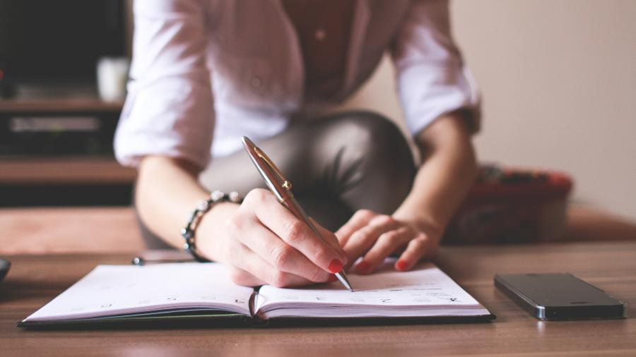 Mit dieser Tagebuch-Methode kannst du eine positive Grundstimmung erzeugen und neuen Schwung in dein Leben bringen. Du wirst zielgerichteter studieren und..