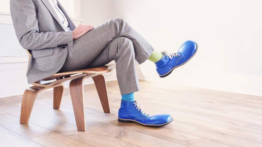 Vom Bus, in den Hörsaal, zur Mensa, in die Bib und zu Hause an den Schreibtisch. Oder aufs Sofa. Wenn es eine Sache gibt, die Studenten besonders häufig tun, dann ist es Sitzen. Dein Studium ist wie ein klassischer Bürojob – die meiste Zeit sitzt du rum.