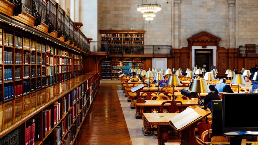 Das Lernen in der Bibliothek unterscheidet sich vom Lernen im Homeoffice. Diese Tipps helfen dir dabei, konzentriert und produktiv zu arbeiten...