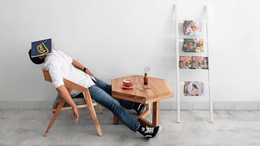 Der Coffee-Shop-Effekt kann dir dabei helfen, produktiver zu lernen und besser zu studieren. Wie das funktioniert, zeige ich dir in diesem Artikel...