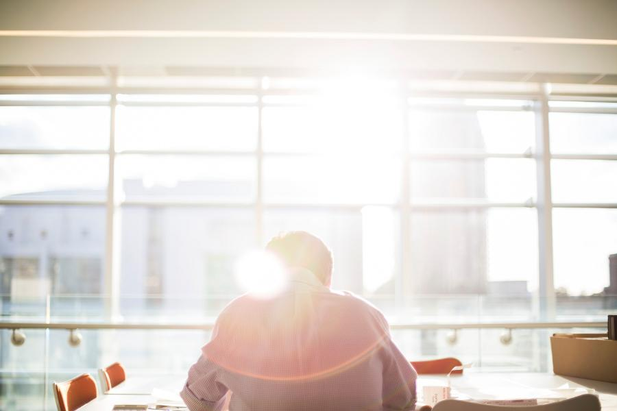 Ein Gedächtnisprotokoll ist mehr als eine Erinnerungshilfe. Wenn du nach jeder Prüfung konsequent ein Protokoll anfertigst, deine Leistung reflektierst und daraus lernst, werden sich deine Ergebnisse im Studium deutlich verbessern. Doch du bekommst nicht nur gute Noten und wirst zu einem ausgezeichenten Studenten - du eignest dir zudem eine Fähigkeit an, die in der späteren Berufswelt den Unterschied zwischen Spitze und Mittelmaß machen kann.
