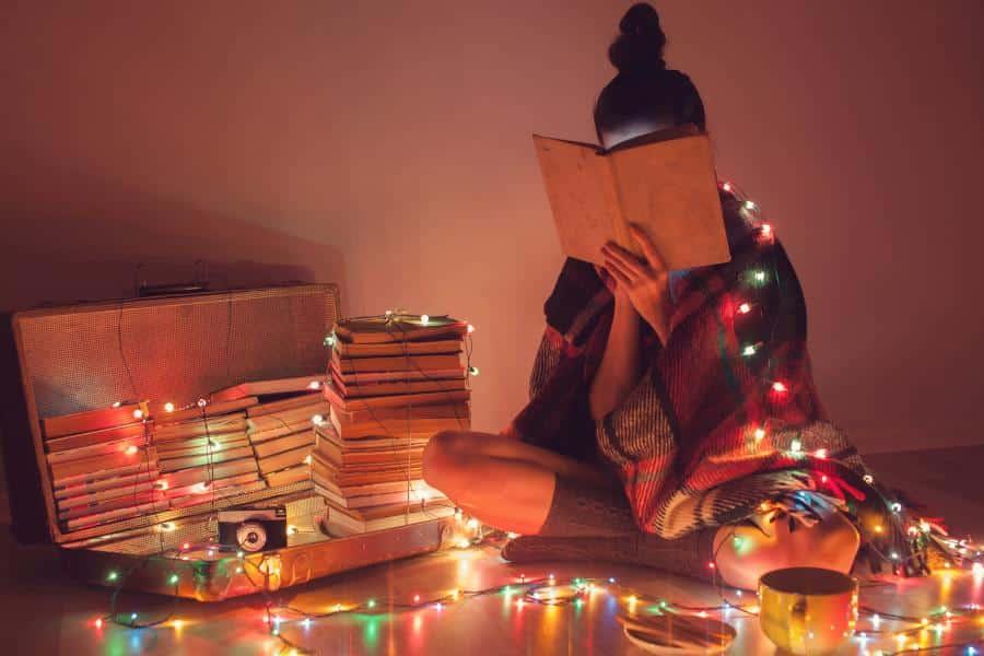 Viele Studenten müssen an Weihnachten lernen und sich auf Prüfungen vorbereiten. Mit diesen Tipps lernst du, wie du über Weihnachten konzentriert bleibst.