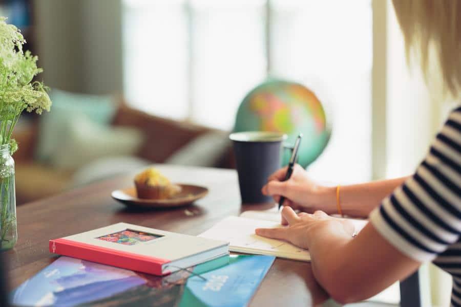 Mit der 18-Minuten-Regel kannst du deinen Tag organisieren und für mehr Produktivität (im Homeoffice) sorgen. Die 18-Minuten-Regel hilft dir bei der Planung und fördert eine konstruktive Sebstreflektion. Auf diese Weise verbesserst du dein Zeitmanagement und steigerst deine Motivation