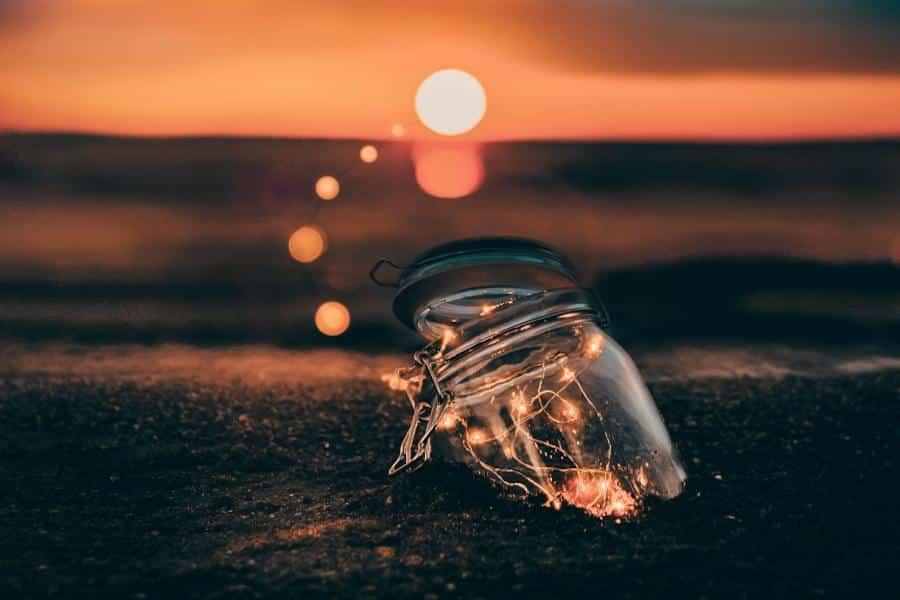 Mind Wandering beschreibt einen zerstreuten Geist, der von einem Ort zum nächsten wandert. Dadurch wirst du abgelenkt und verlierst deine Konzentration. Diese Tipps können wir helfen, das Mind Wandering zu unterbrechen und deinen Fokus wiederzufinden.